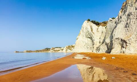 Κεφαλονιά: Η μαγική παραλία με την πορτοκαλί άμμο (pics)