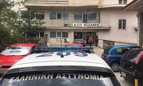 Κοζάνη: Έτσι σκόρπισε τον τρόμο ο 45χρονος με το τσεκούρι στην εφορία