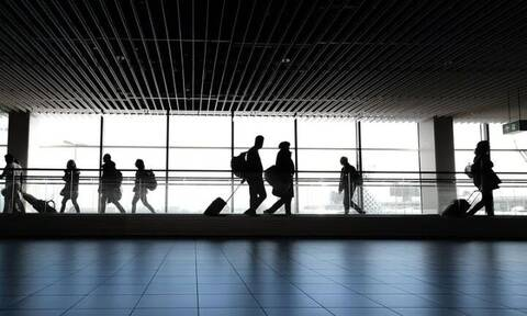 Χαμός σε αεροδρόμιο: Καθυστέρησε η πτήση τους - Η ακραία αντίδρασή τους