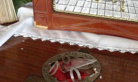 Ντροπή! Ιερόσυλοι έκλεψαν το λείψανο του Αγίου Νεκταρίου στη Ναύπακτο