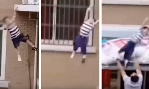 Κίνα - Συγκλονιστικές εικόνες: Γείτονας πιάνει στον αέρα νήπιο που έπεσε από τον πέμπτο
