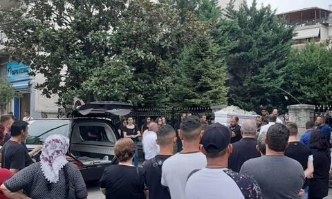 Τρίκαλα: Θρήνος στην κηδεία της 16χρονης Μαρίας - Κορυφώνεται το θρίλερ για το θάνατό της