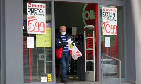 Παπαθανάσης: Τα σούπερ μάρκετ να προσφέρουν μάσκες σε πελάτες που δεν έχουν