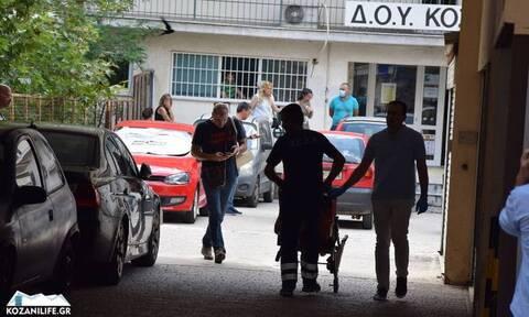 Επίθεση με τσεκούρι: Σάλος με το βίντεο της επίθεσης στη ΔΟΥ Κοζάνης