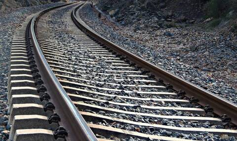 Αστυνομικοί είδαν… πτώμα σε γραμμές τρένου - Τελικά είχαν πέσει σε… παγίδα