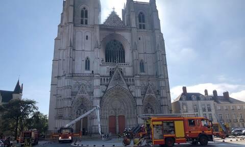 Γαλλία: Υπό έλεγχο η πυρκαγιά που ξέσπασε σε καθεδρικό ναό στη Νάντη