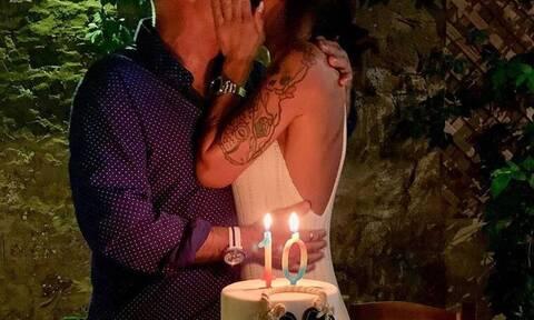 Ζευγάρι της ελληνικής σόουμπιζ γιόρτασε την 10η επέτειό του! (photos)