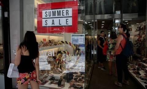 Θερινές εκπτώσεις: Ανοιχτά την Κυριακή (19/7) τα καταστήματα - Ποιες ώρες θα λειτουργήσουν