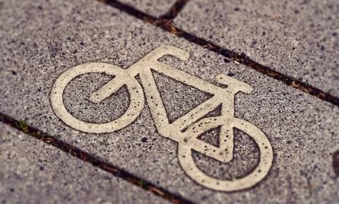 Έγκυος οδηγός κόρναρε σε ποδηλάτη και αυτός την έβρισε άσχημα (vid)