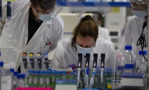 «Πόλεμος» Βρετανίας - Ρωσίας για το εμβόλιο κατά του κορονοϊού