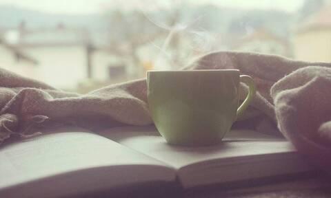 Του πήγε καυτό καφέ στο κρεβάτι - «Πάγωσε» από αυτό που έγινε μετά (vid)