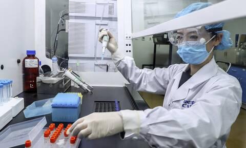 Κορονοϊός - Εμβόλιο της Οξφόρδης: Διπλό χτύπημα στον ιό - Πότε θα είναι διαθέσιμο