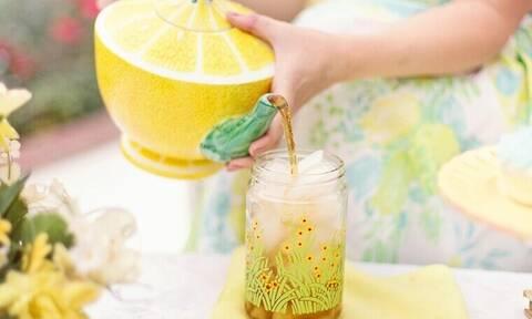 Πίνεις καθημερινά παγωμένο τσάι; Δες τι συμβαίνει στο σώμα σου που δεν γνωρίζεις