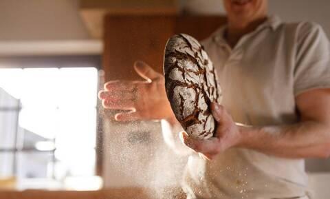 Έχετε μπαγιάτικο ψωμί; Έτσι θα το κάνετε και πάλι φρέσκο (pics)