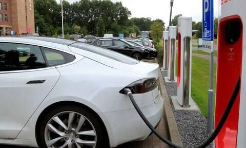 Ηλεκτροκίνηση: Αυξήθηκε η επιδότηση για την απόκτηση ηλεκτροκίνητου αυτοκινήτου