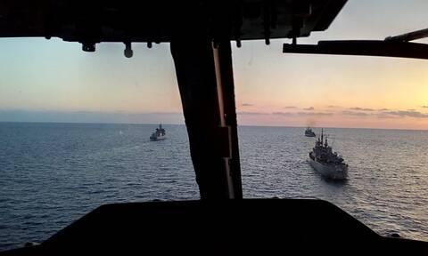 Νύχτα θρίλερ στο Αιγαίο: Το πολεμικό ναυτικό παρακολουθεί τον στόλο του Ερντογάν