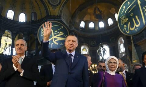 Ανεκδιήγητος Ερντογάν: Κάλεσε μέχρι και τον Πάπα στην προσευχή στην Αγία Τζαμί