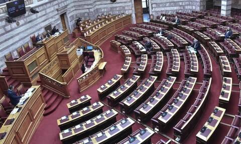 Χαμός στη Βουλή για τον Παπαγγελόπουλο: Αποβλήθηκε βουλευτής για απρεπή χειρονομία