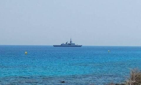 Κύπρος: Πολεμικό πλοίο ανοιχτά της Αγίας Νάπας