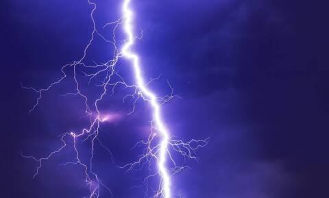 Πώς φαίνεται μια καταιγίδα από το διάστημα (vid)