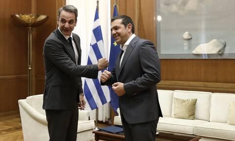 Σε εξέλιξη η συνάντηση Μητσοτάκη - Τσίπρα στη Βουλή για τα ελληνοτουρκικά