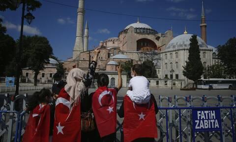 Αγιά Σοφιά: Εικόνες ντροπής - Έτσι κάλυψαν οι Τούρκοι τα ψηφιδωτά