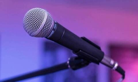 Πασίγνωστος μελαχρινός τραγουδιστής έβαψε τα μαλλιά του… ροζ (pics)