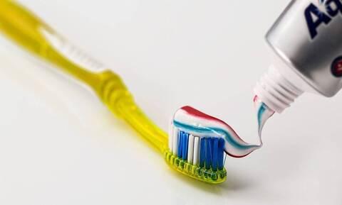Χρησιμοποιείτε οδοντόκρεμα μόνο για βούρτσισμα δοντιών; Οι τρεις άγνωστες χρήσεις (pics)