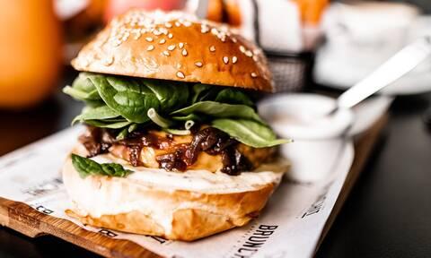 Πώς να φτιάξεις το πιο ζουμερό μπιφτέκι για burger