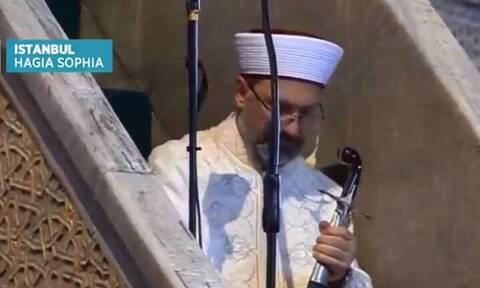 Αγία Σοφία: Η κίνηση του ιμάμη με το Οθωμανικό Ξίφος και τι συμβολίζει