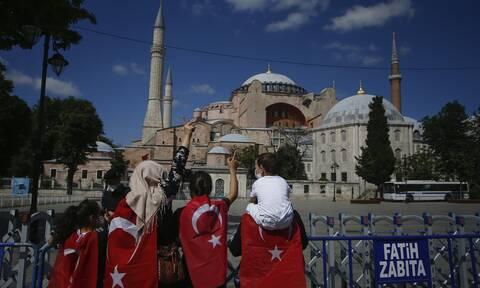 Le Figaro: «Η κοσμική χώρα του Κεμάλ Ατατούρκ, πέρασε»
