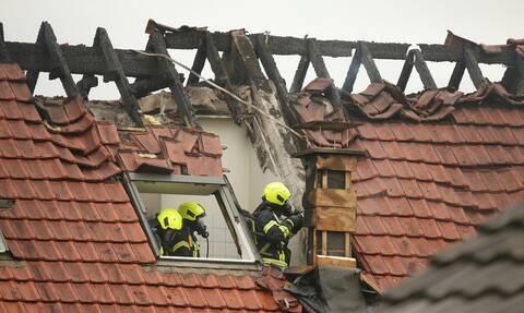 Τραγωδία στη Γερμανία: Συντριβή αεροσκάφους σε σπίτια - Τρεις νεκροί