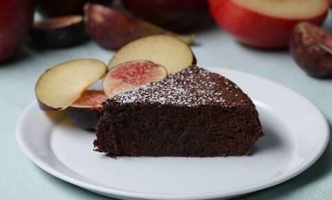 Πανεύκολο και πεντανόστιμο κέικ με δύο μόνο υλικά
