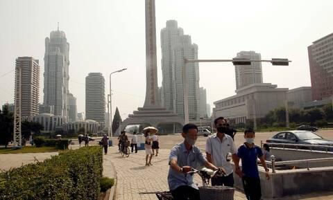 Β. Κορέα: Έκτακτη συνεδρίαση συγκάλεσε ο Ουν μετά τον εντοπισμό ύποπτου κρούσματος κορονοϊού