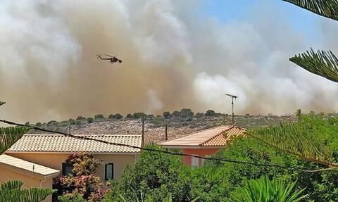 Δύο φωτιές στην Κεφαλονιά: Συναγερμός στην Πυροσβεστική (pics+vid)