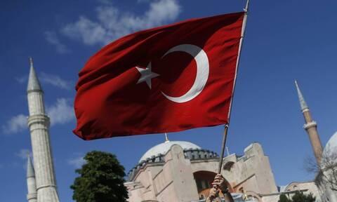 Τουρκικό υπουργείο Άμυνας: Έλληνες εξτρεμιστές έκαψαν τη σημαία μας