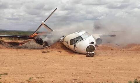 Απίστευτο ατύχημα με αεροπλάνο – Δείτε τι εμφανίστηκε ξαφνικά στον αεροδιάδρομο (pics)