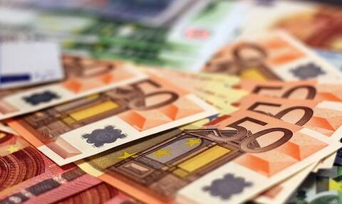 Αναδρομικά: Τα ποσά που θα δοθούν έως το Νοέμβριο – Ποιοι θα πάρουν έως 7.800 ευρώ