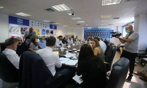 Super League: «Όχι» στην αναδιάρθρωση, απειλεί με αποχή