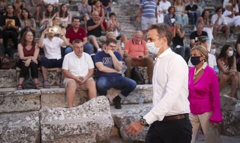 Παραδοχή Πέτσα: Ο πρωθυπουργός πήγε από την Αντίπαρο στην Επίδαυρο με στρατιωτικό ελικόπτερο
