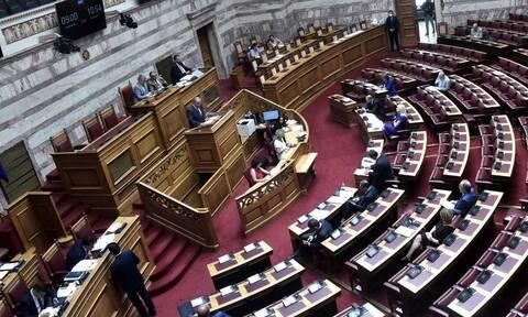 Άγριος καυγάς μεταξύ κυβέρνησης και ΣΥΡΙΖΑ στη Βουλή