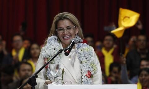 Βολιβία: Η μεταβατική πρόεδρος Τζανίνε Άνιες ξεπέρασε τον κορονοϊό