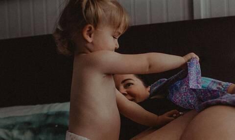 Μοναδικές φωτογραφίες κοριτσιών που περιμένουν να γεννηθούν τα αδέρφια τους