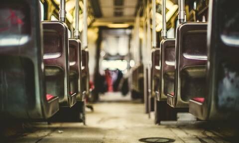 Πανικός σε βαγόνι τρένου - «Λαμπάδιασαν» τα μαλλιά γυναίκας (pics)
