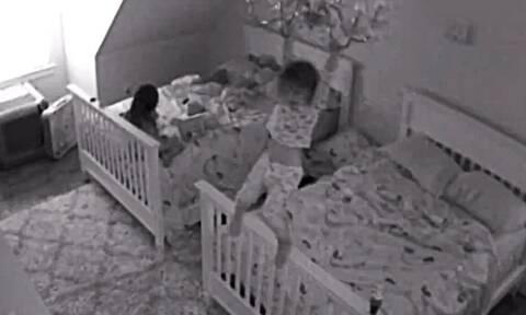 Γονείς έβαλαν κρυφή κάμερα στο παιδικό δωμάτιο κι έπαθαν σοκ με αυτό που είδαν (video)