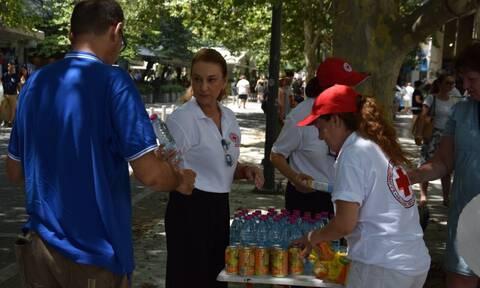 Καύσωνας: Κλιμάκια του Ελληνικού Ερυθρού Σταυρού για παροχή βοήθειας στο κέντρο της Αθήνας