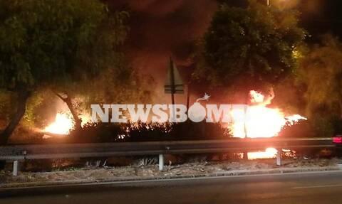 Φωτιά στην Ποσειδώνος: «Λαμπάδιασε» αυτοκίνητο - Η πυρκαγιά επεκτάθηκε σε δέντρα