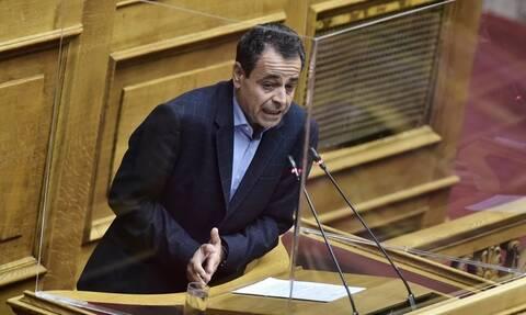 Σαντορινιός: Η κυβέρνηση καταργεί στην πράξη το Μεταφορικό Ισοδύναμο στα καύσιμα