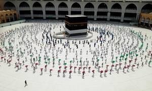 Μέκκα: Προσευχή στα χρόνια του κορονοϊού - Από 2 εκατ. μόλις 1.000 άτομα