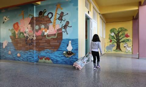 Άνοιγμα σχολείων: Τα δύο σενάρια - Τι θα γίνει με τη χρήση μάσκας